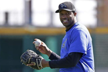 Tracy McGrady signs with baseball team