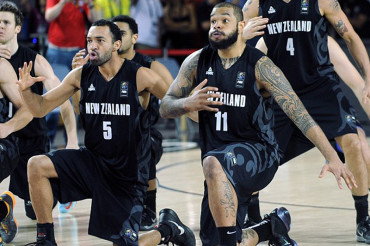 New Zealand basketball team performs 'haka' to world champion US squad