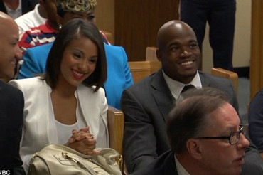 Adrian Peterson relaxed, all smiles in court as he faces child abuse charges