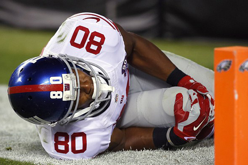 New York Giants' star receiver Victor Cruz out for season after left knee injury