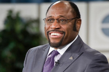 Jet crash in Bahamas kills 9 including Dr. Myles Munroe, wife Ruth and daughter