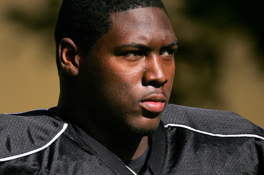 Alabama signs ex-Georgia lineman Taylor, despite arrest