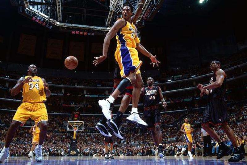 Kobe, Lakers walking a fine line