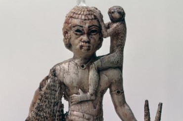 Nubian figure made of ivory comes bearing gifts