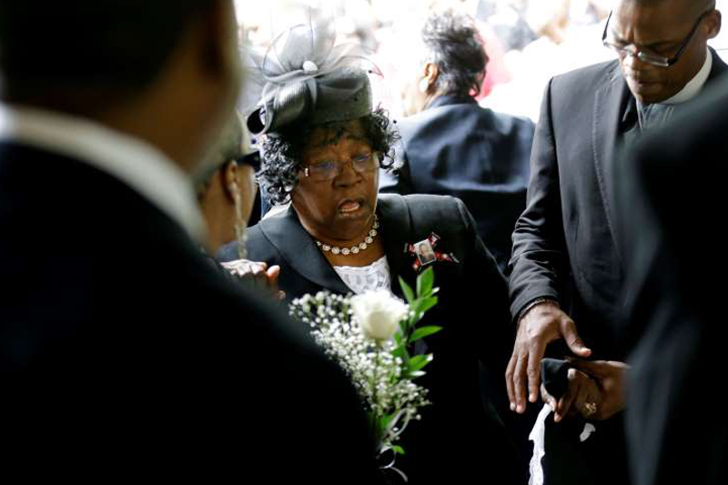 Overflow crowd gathers for funeral of Walter Scott, black driver fatally shot by white cop