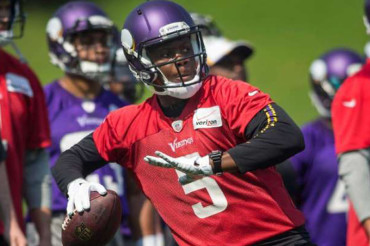 Bridgewater gaining comfort as Vikings' starting QB