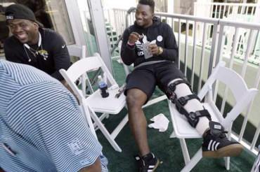 Knee injuries to 2 prized picks have NFL teams concerned