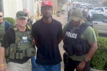 Bank robber who shot dead cop turns himself