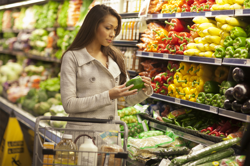 5 smart ways to stretch your dollar at the grocery store