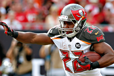 Doug Martin to enter rehab