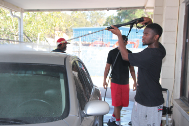 Gibbs students clean cars for Miami college tours