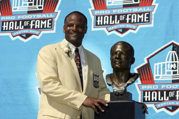 NFL Hall of Famer Warren Moon 'grabbed assistant by crotch, removed bathing suit after slipping drug into her drink'