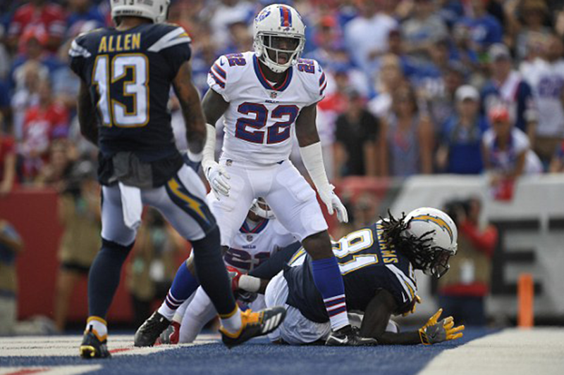 Bills cornerback Vontae Davis retires during halftime, walks out of stadium